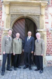 von links: Gisbert von Spankeren (Landespfarrer Rheinland), Alhard Kressel (der scheidende Landesparrer Westfalen), Frank Neumann, Christoph Pompe (Landespfarrer Lippe) (Foto: Eilers / JUH)